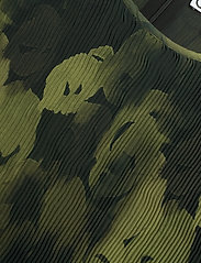Ganni - Pleated Georgette - langærmede bluser - olive drab - 2