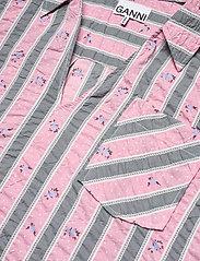 Ganni - Cotton Seersucker - kortærmede bluser - pink nectar - 2