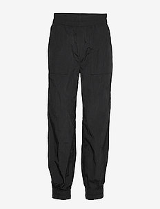Crinkled Tech - casual bukser - black