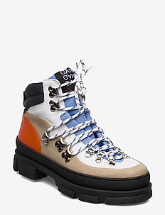 Sporty Hiking Boots - flat ankle boots - tannin