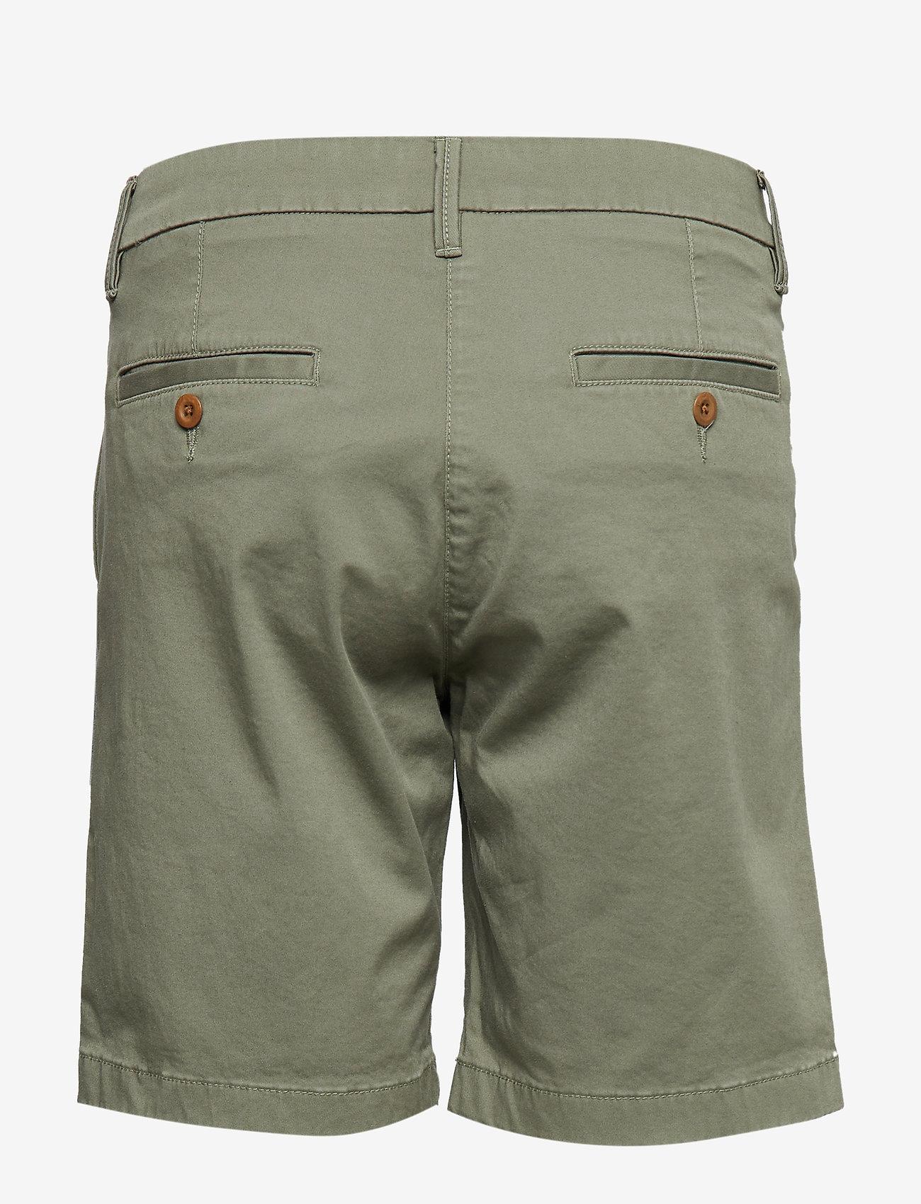 Gant - O1. CLASSIC CHINO SHORTS - bermudashorts - deep lichen green
