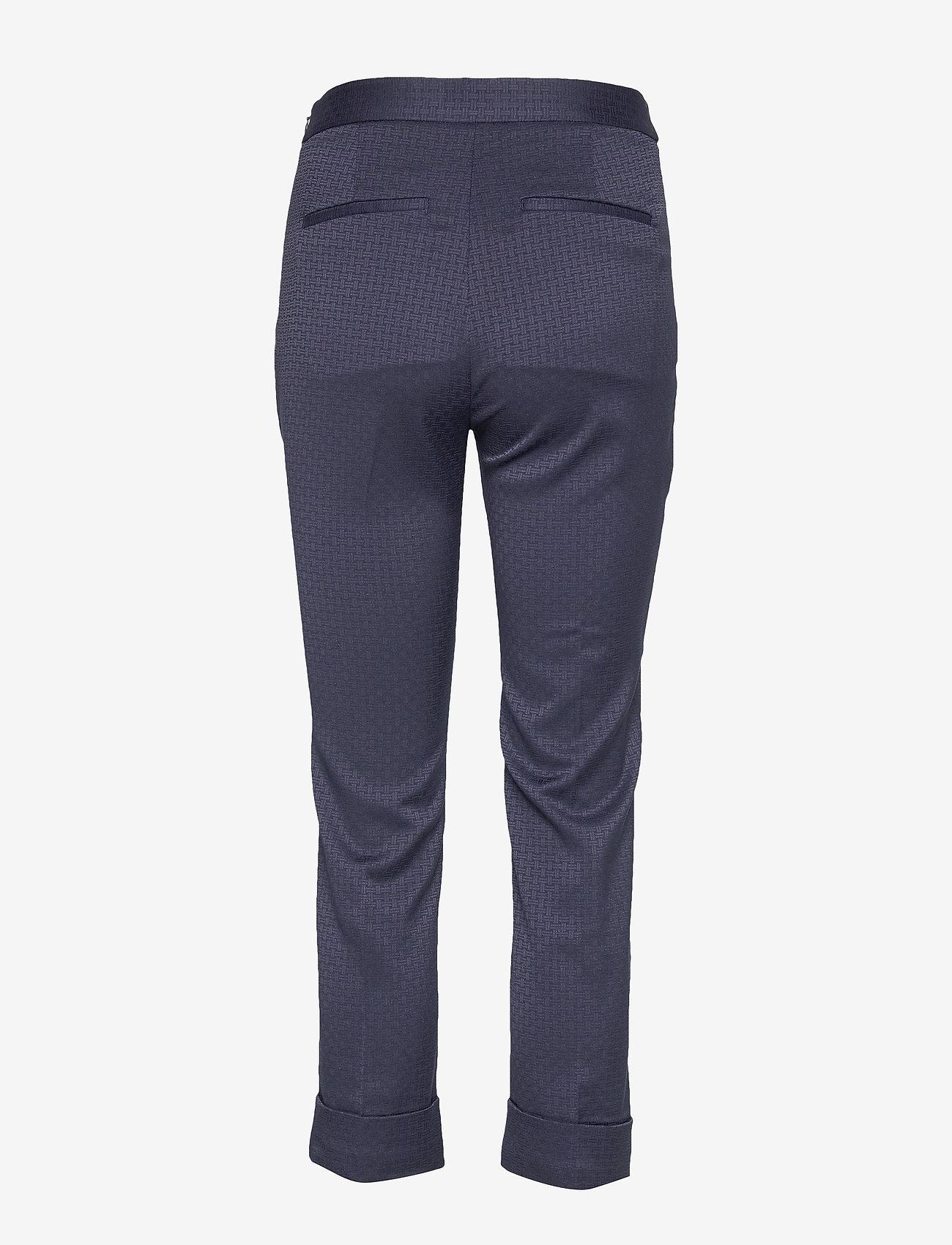 Gant - D1. SIGNATURE WEAVE CIGARETTE PANT - suorat housut - evening blue
