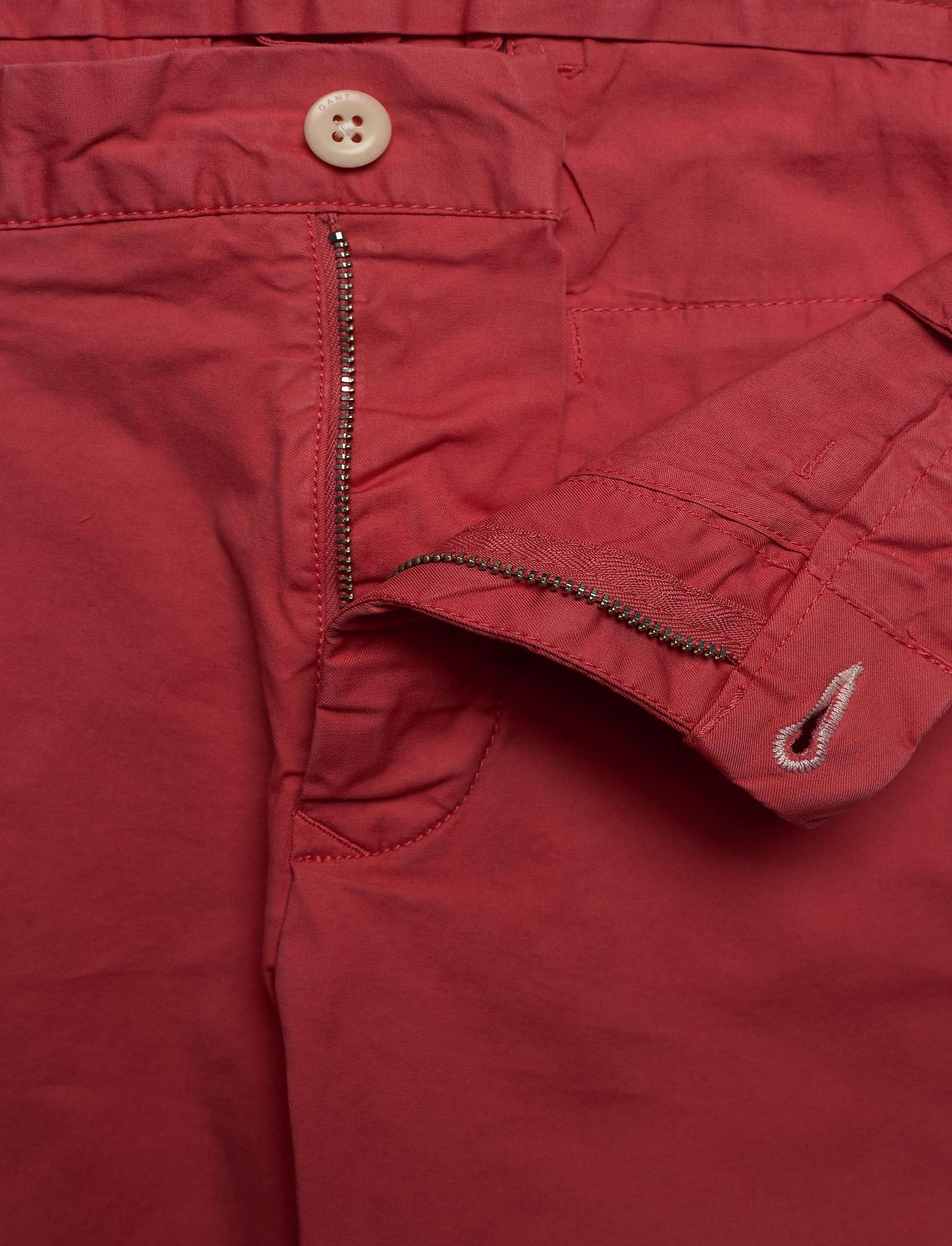 GANT D2. REGULAR SUNFADED SHORTS - Shorts MINERAL RED - Menn Klær