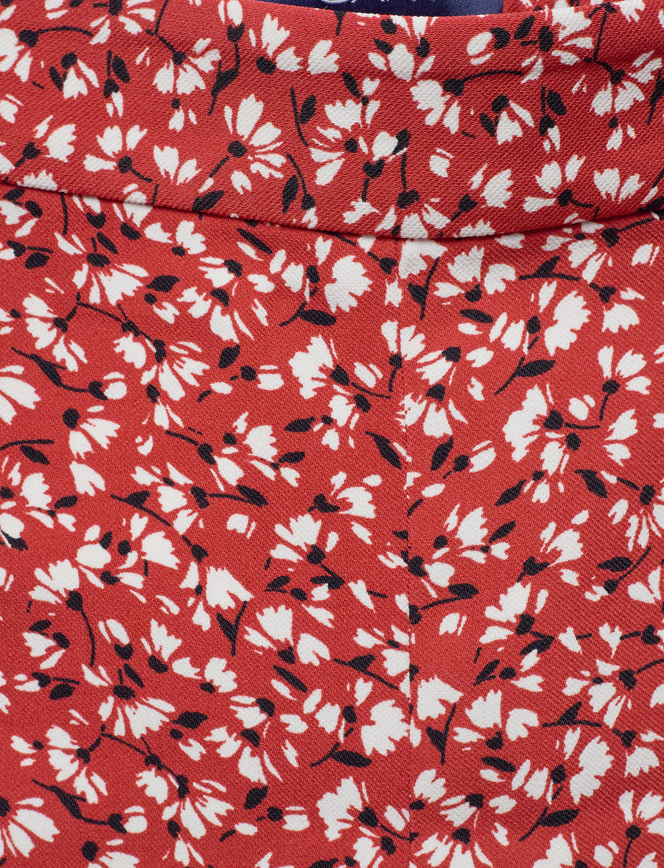 Gant D2. French Floral Fluid Shorts - Iron Red