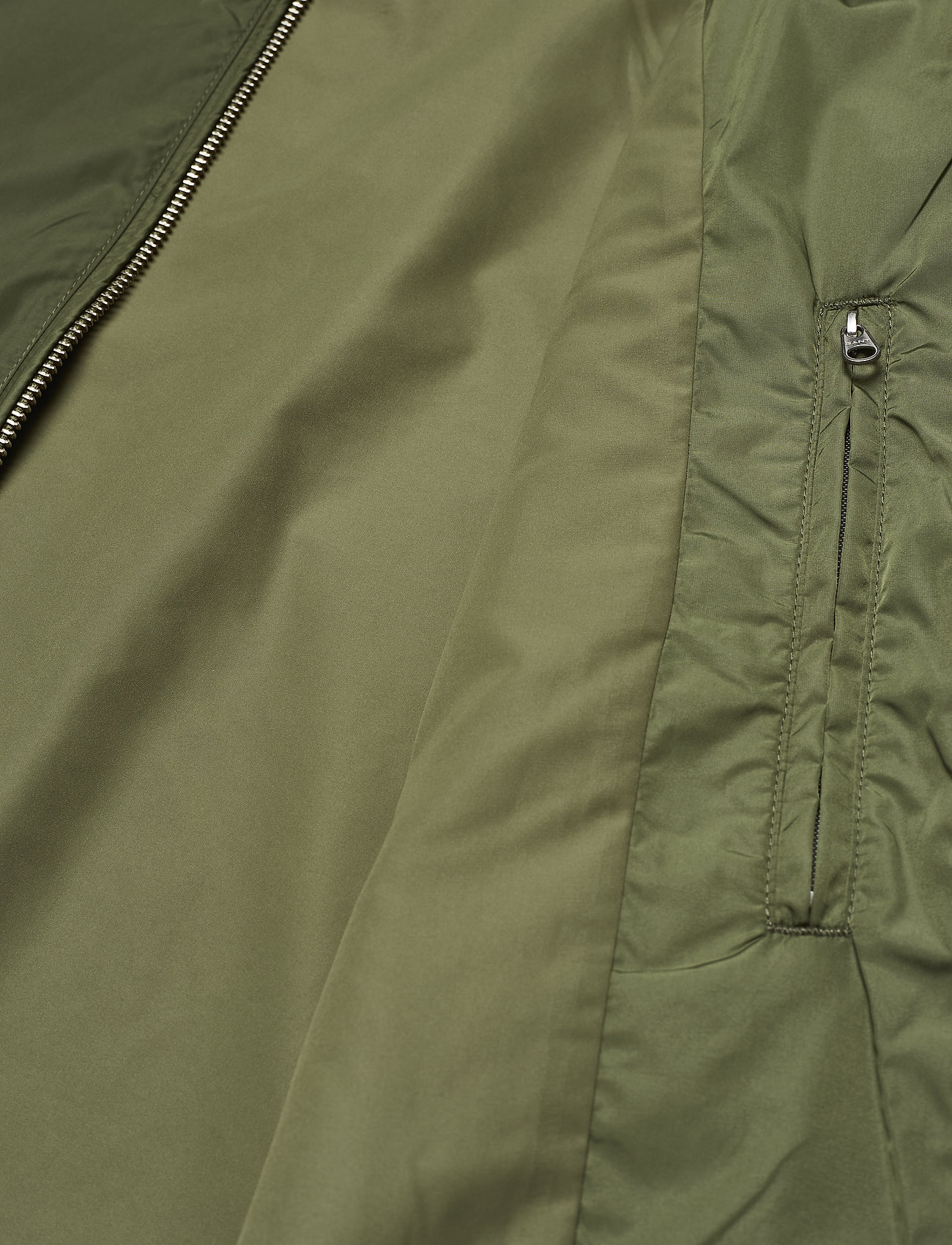 D1. Airy Nylon Bomber (Four Leaf Clover) (129.94 €) - GANT bYiLf