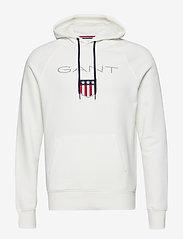 GANT - SHIELD HOODIE - hoodies - eggshell - 0