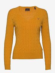 GANT - STRETCH COTTON CABLE V-NECK - jumpers - ivy gold - 0