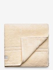 GANT - ORGANIC PREMIUM TOWEL 70X140 - pyyhkeet & kylpypyyhkeet - eggshell - 0