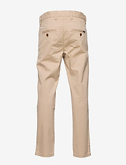 GANT - GANT CHINO - trousers - dry sand - 1