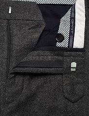GANT - D1. SLIM FLANNEL SUIT PANT - suit trousers - charcoal melange - 3