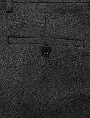 GANT - D1. SLIM FLANNEL SUIT PANT - suit trousers - charcoal melange - 4