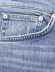 GANT - D1. REGULAR GANT JEANS SHORTS - denim shorts - light blue vintage - 2