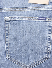 GANT - D1. REGULAR GANT JEANS SHORTS - denim shorts - light blue vintage - 4