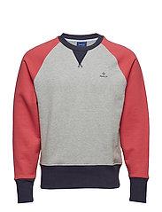 O1. COLOR BLOCK C-NECK SWEAT - CARDINAL RED