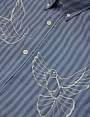R1. THE EMBROIDERED DOVES SLIM BD