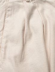 GANT - D1. HW PLEATED CITY SHORTS - chino shorts - putty - 2