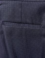 Gant - D1. SIGNATURE WEAVE CIGARETTE PANT - suorat housut - evening blue - 4