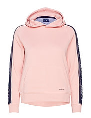 O1. GANT ICON SWEAT HOODIE - SUMMER ROSE