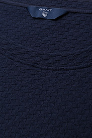 Gant - O1. SMALL SQUARE PATTERN C-NECK TOP - t-shirts - evening blue - 3