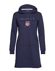 O1. GANT SHIELD HODDIE DRESS