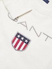 GANT - GANT SHIELD LOGO C-NECK SWEAT - sweatshirts - eggshell - 2