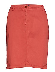 O2. MODERN CHINO SKIRT - MINERAL RED