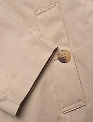 GANT - D1. TP RAIN MAC - cienkie płaszcze - dry sand - 3