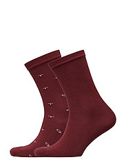 D1. 2-PACK GANT AND SOLID SOCKS - PORT RED