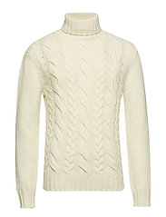 O2. CHUNKY CABLE TURTLENECK - OFFWHITE