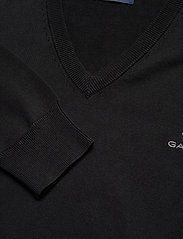 GANT - CLASSIC COTTON V-NECK - knitted v-necks - black - 2