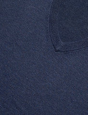 GANT - CLASSIC COTTON V-NECK - knitted v-necks - dark jeansblue melange - 2