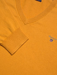 GANT - COTTON WOOL V-NECK - knitted v-necks - ivy gold - 2