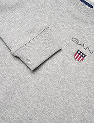 GANT - D1. MEDIUM SHIELD SWEAT C-NECK - sweatshirts - light grey melange - 2
