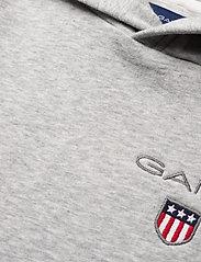GANT - D1. MEDIUM SHIELD SWEAT HOODIE - hoodies - light grey melange - 2