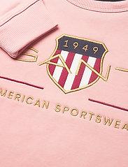 GANT - ARCHIVE SHIELD C-NECK SWEAT - sweatshirts - quartz pink - 2