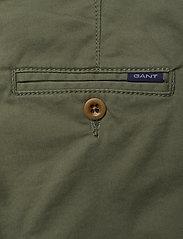GANT - GANT CHINO - trousers - four leaf clover - 4