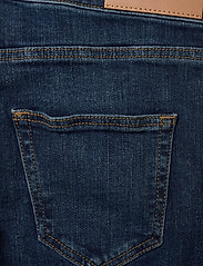 GANT - D2. JEANS SHORTS - shorts - mid blue worn in - 4