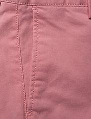 GANT - CHINO SHORTS - shorts - strawberry pink - 2