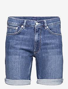 D1. REGULAR GANT JEANS SHORTS - denim shorts - semi light indigo worn in