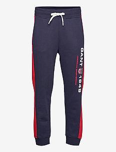 D2. GANT RETRO SHIELD SWEAT PANTS - sweatpants - classic blue