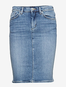 D1. BLUE DENIM SKIRT - LIGHT BLUE WORN IN