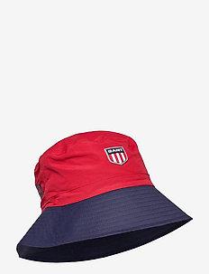 D2. RETRO SHIELD BUCKET HAT - bucket hats - bright red