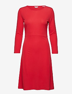 G1. SOPHISTICATED DRESS - BRIGHT RED
