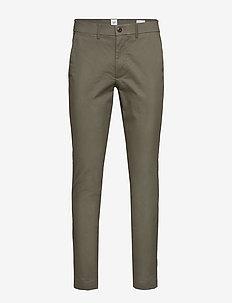 Modern Khakis in Slim Fit with GapFlex - pantalons chino - mesculen green