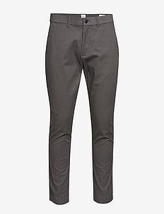 Modern Khakis in Skinny Fit with GapFlex - pantalons chino - soft black