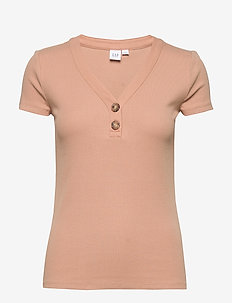 Ribbed Henley V-Neck T-Shirt - t-shirts - desert tan