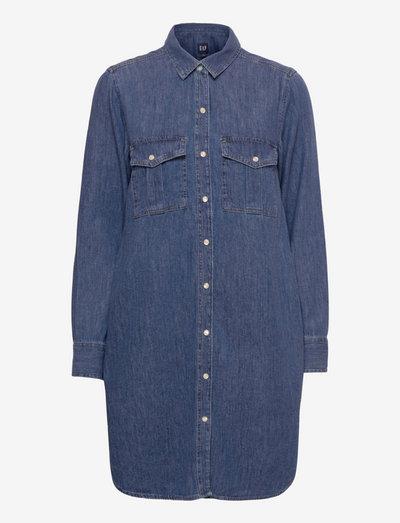 Utility Pocket Dress - skjortklänningar - medium wash