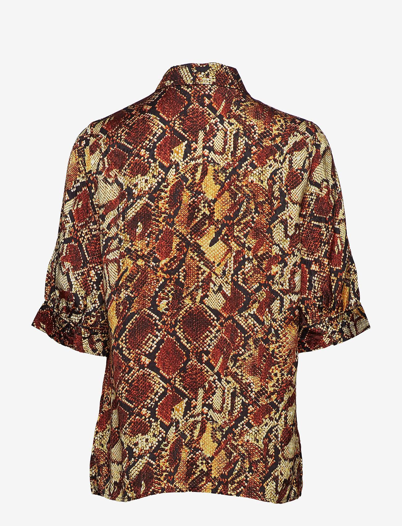 Gestuz - ChellaGZ shirt MA19 - lyhythihaiset puserot - red/yellow snake