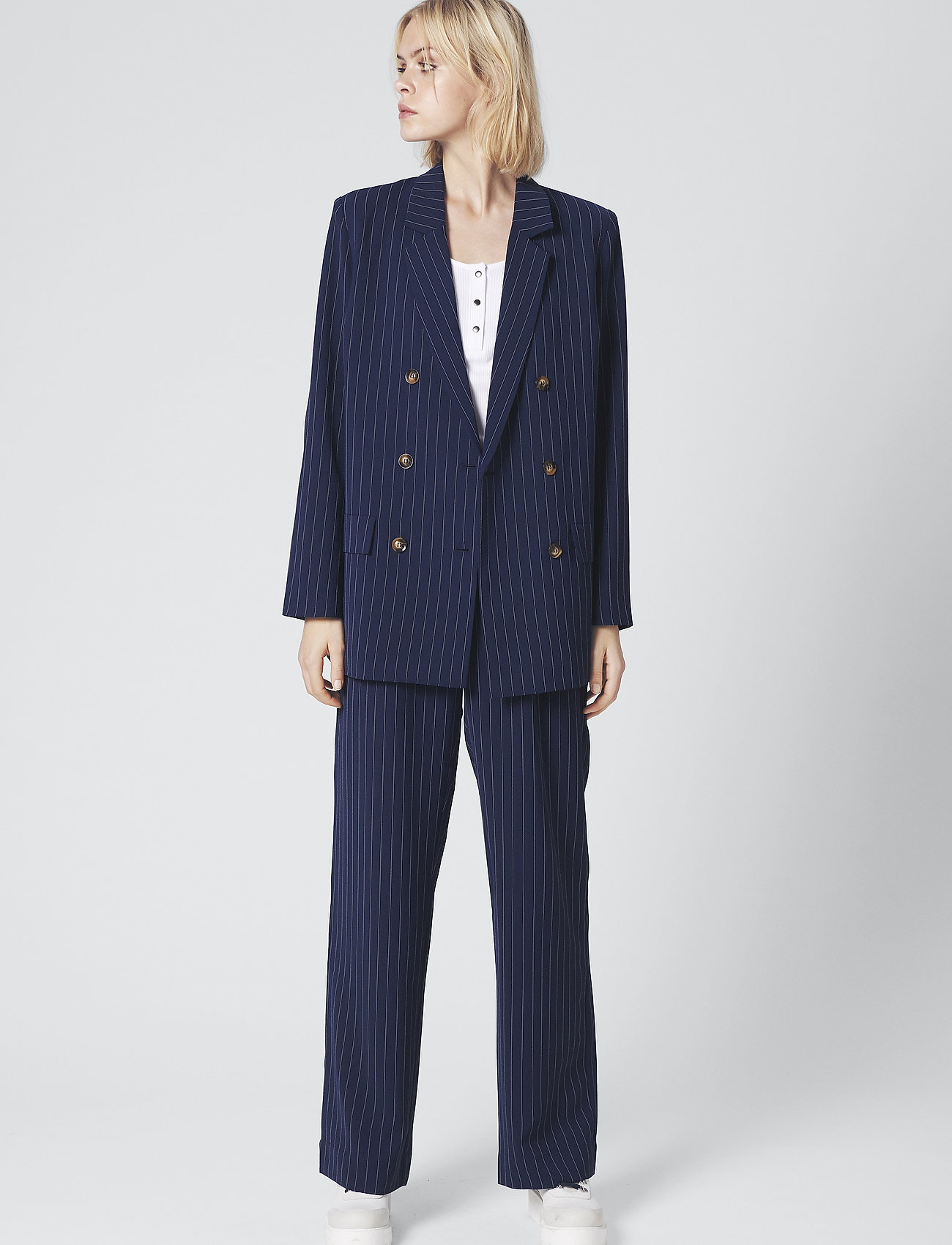 Gestuz - KineGZ pants MA19 - leveälahkeiset housut - peacoat pinstripe