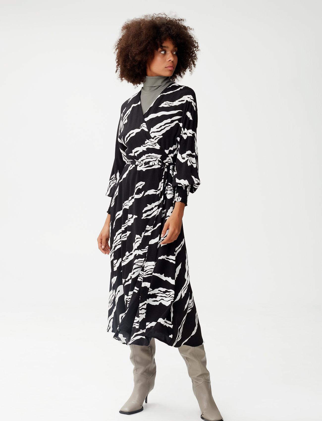 Gestuz - ZohaGZ wrap dress MS21 - slå-om-kjoler - black scratch - 0